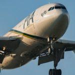 Пассажирский самолет разбился в Пакистане, на борту было более 40 человек