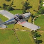 Пилот «нарисовал» в небе невероятное воздушное поздравление: появились фото