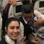 Женщина родила ребенка в небе на борту самолета: трогательные фото