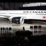 Два пассажирских самолета столкнулись в аэропорту Канады: появились фото